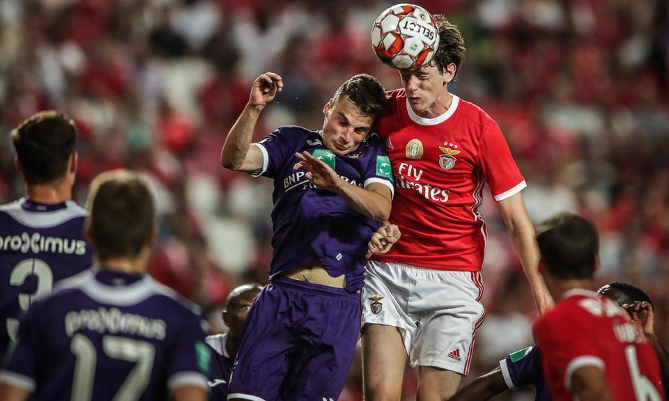 Benfica: Ebuehi e Conti aumentam lote de lesionados