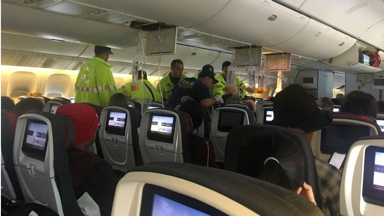 Turbulência fez com que se soltassem as máscaras de oxigénio no avião da Air Canada