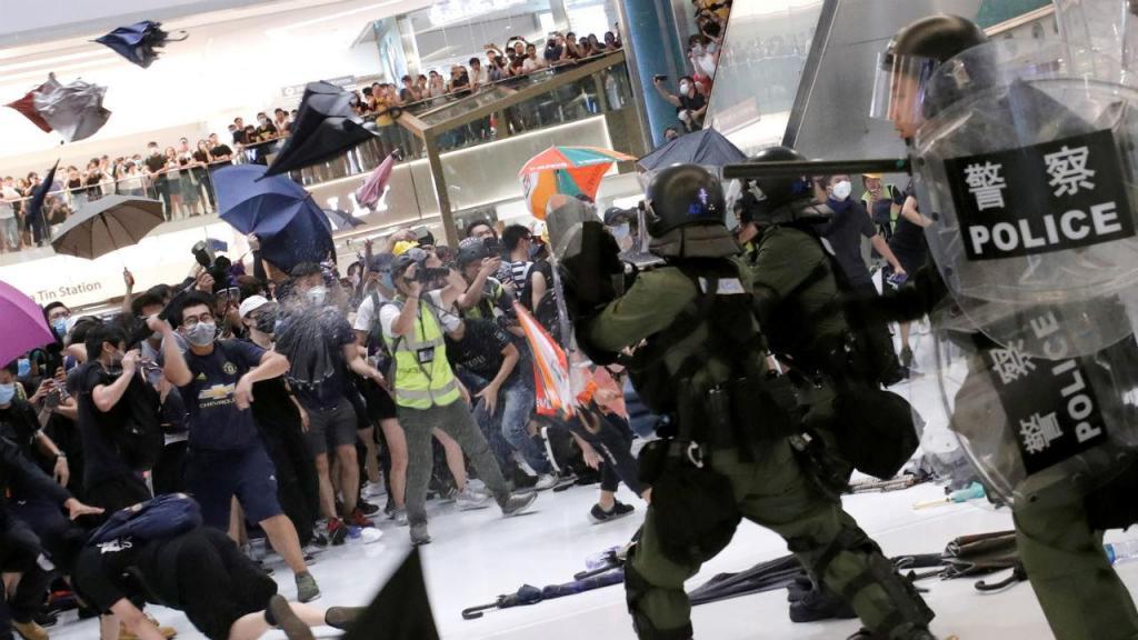 Confrontos entre polícia e manifestantes em Hong Kong