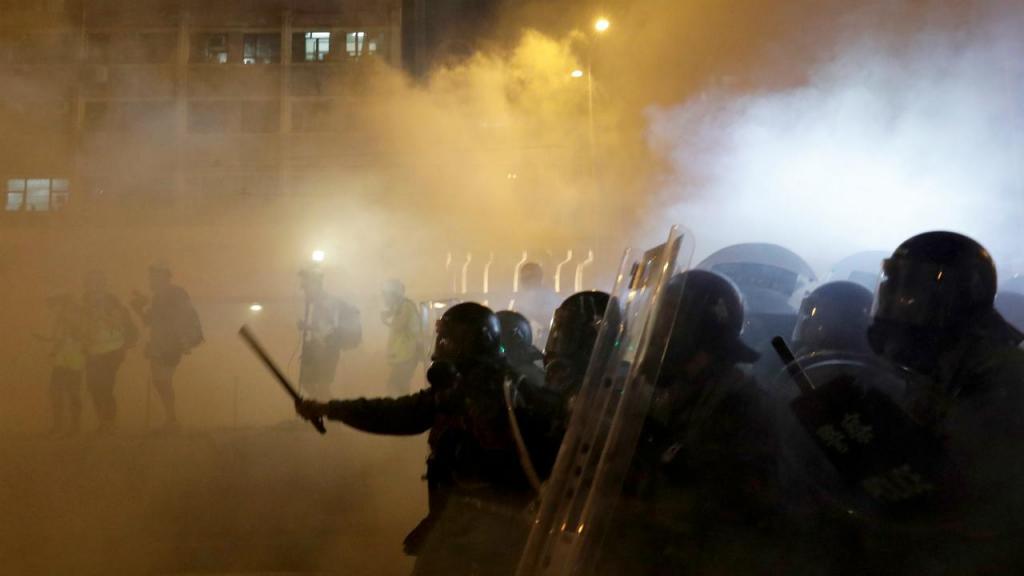 Manifestantes e polícia envolveram-se