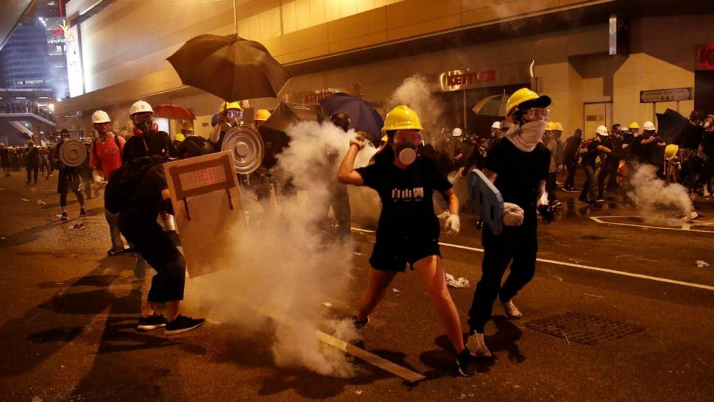 Manifestantes juntaram-se junto a edifícios do governo chinês