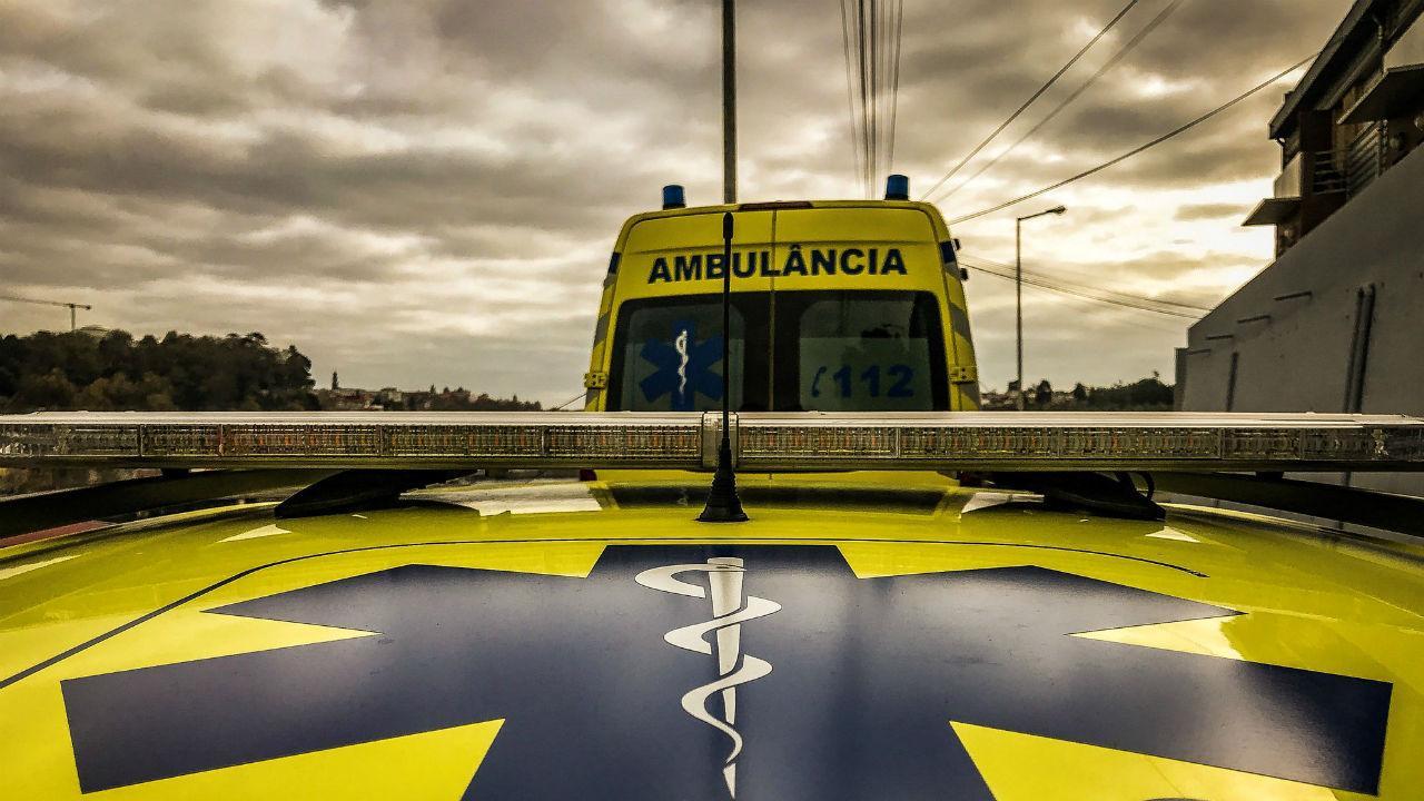 Colisão em Viseu faz três feridos graves, dois são crianças - TVI24