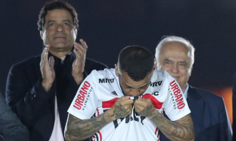 Apresentação de Dani Alves no São Paulo (Reuters/Amanda Perobelli)