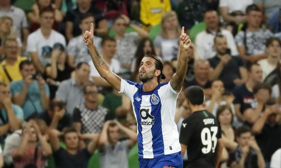 Sérgio Oliveira sofreu entorse no tornozelo direito