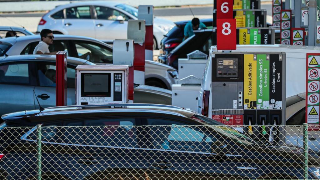 Começa o caos das filas intermináveis para abastecimento de combustíveis, antes da greve dos motoristas anunciada para segunda-feira, dia 12 de agosto.