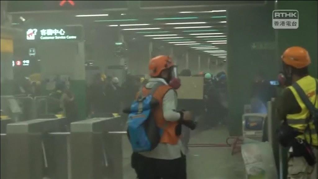 Protestos pró-democracia em Hong Kong levaram ao encerramento do aeroporto