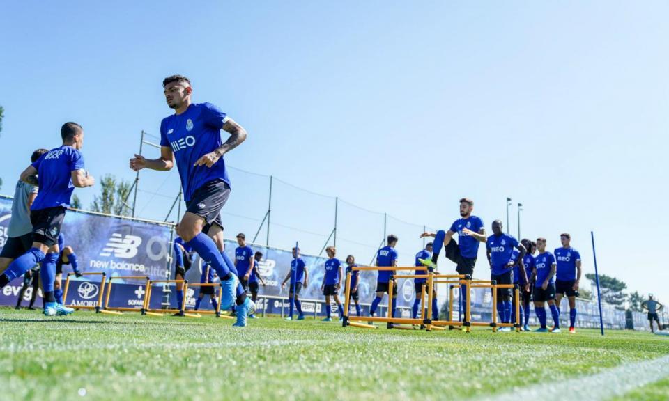 FC Porto regressa aos treinos com 14 ausências