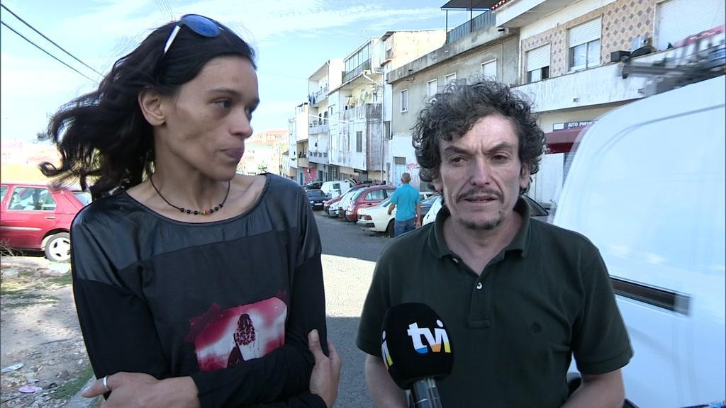 Pais das meninas fechadas na garagem na Amadora falam sobre condições em que viviam as filhas