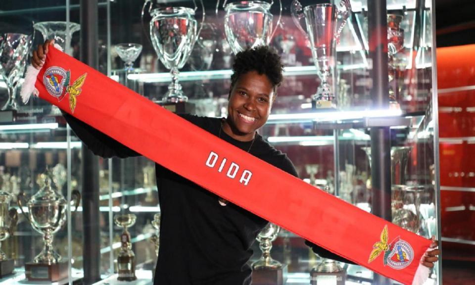Guarda-redes Dida reforça futebol feminino do Benfica