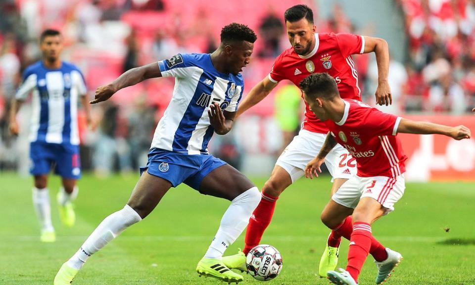 VÍDEO: Zé Luís marca de calcanhar para o FC Porto após erro de Ferro
