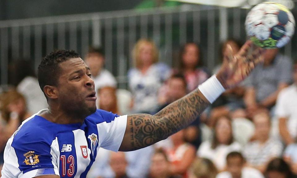 Andebol: FC Porto vence V. Setúbal e cola-se ao Sporting no topo