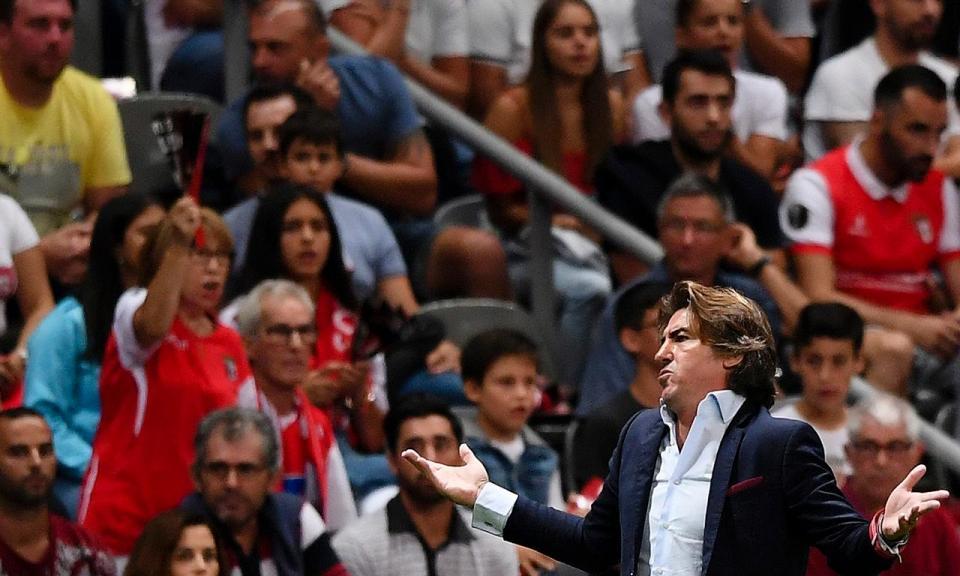 VÍDEO: depois de Bruno Viana, Esgaio também marca na própria baliza