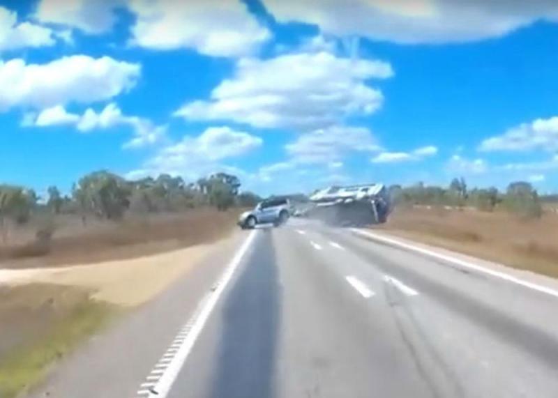 Acidente com caravana atrelada (reprodução YouTube)