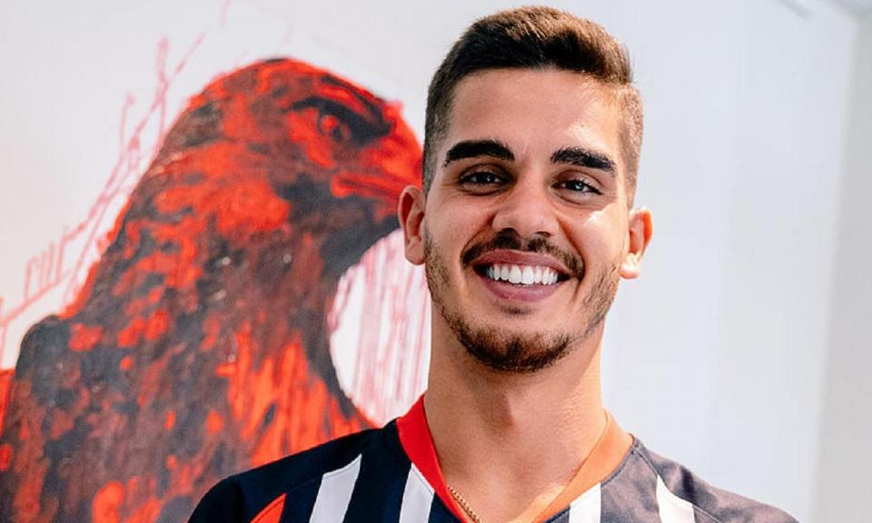 OFICIAL: André Silva dois anos no Eintracht Frankfurt