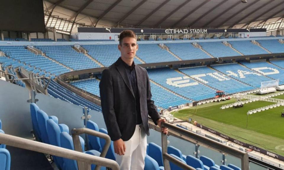 Avançado sérvio de 19 anos reforça Manchester City em 2020