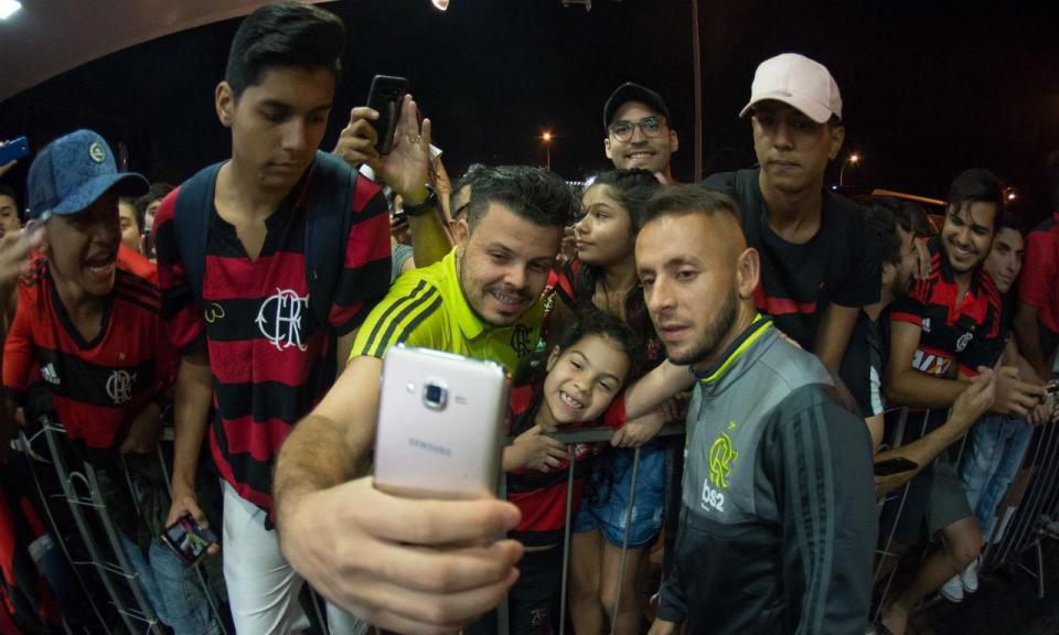 VÍDEO: Jorge Jesus recebido em apoteose em Brasília