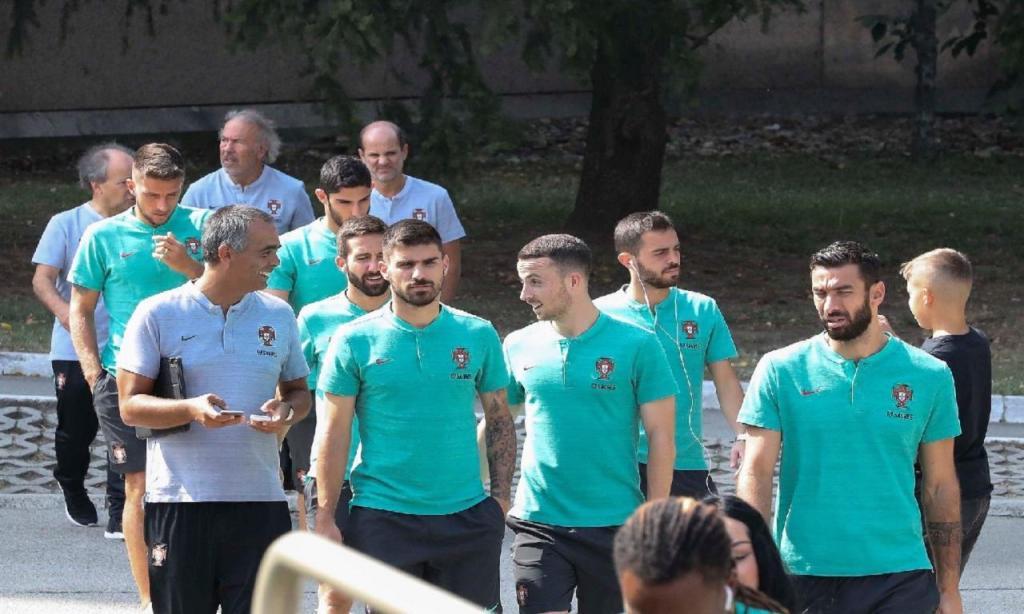 Seleção nacional passeou por Belgrado horas antes do jogo (FPF)