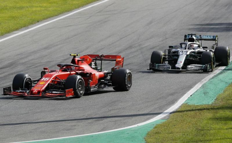 Leclerc e Hamilton (Associated Press)