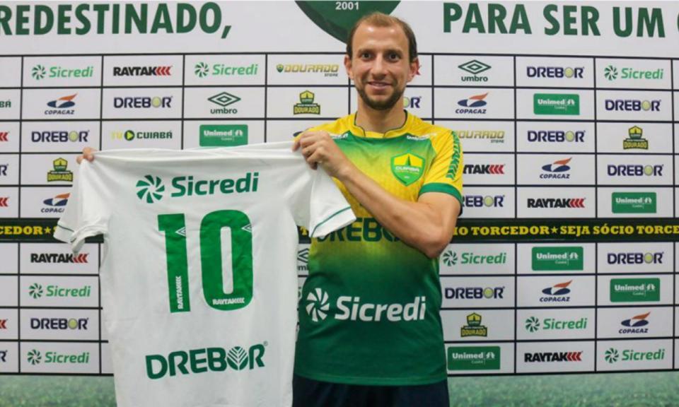 OFICIAL: Renan Bressan regressa ao Brasil