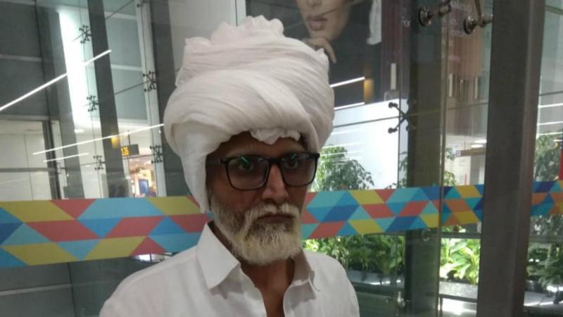 Homem disfarça-se de idoso em aeroporto indiano