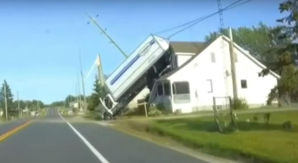 Acidente no Canadá (reprodução YouTube «Local 4 News»)