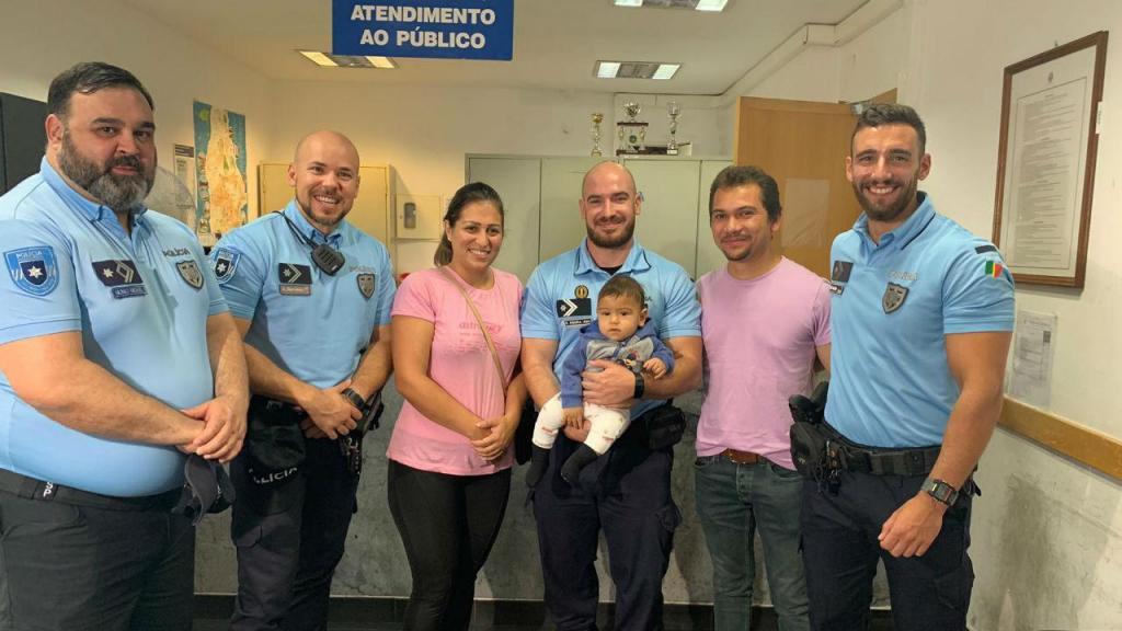 Polícias salvam vida de bebé