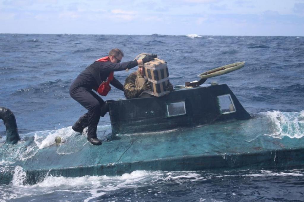 Guarda Costeira dos EUA intercepta embarcação com cocaína