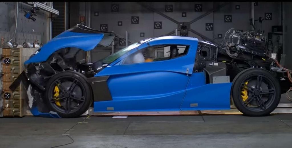 Rimac C_Two no 'crash test' (reprodução YouTube RimacAutomobili)