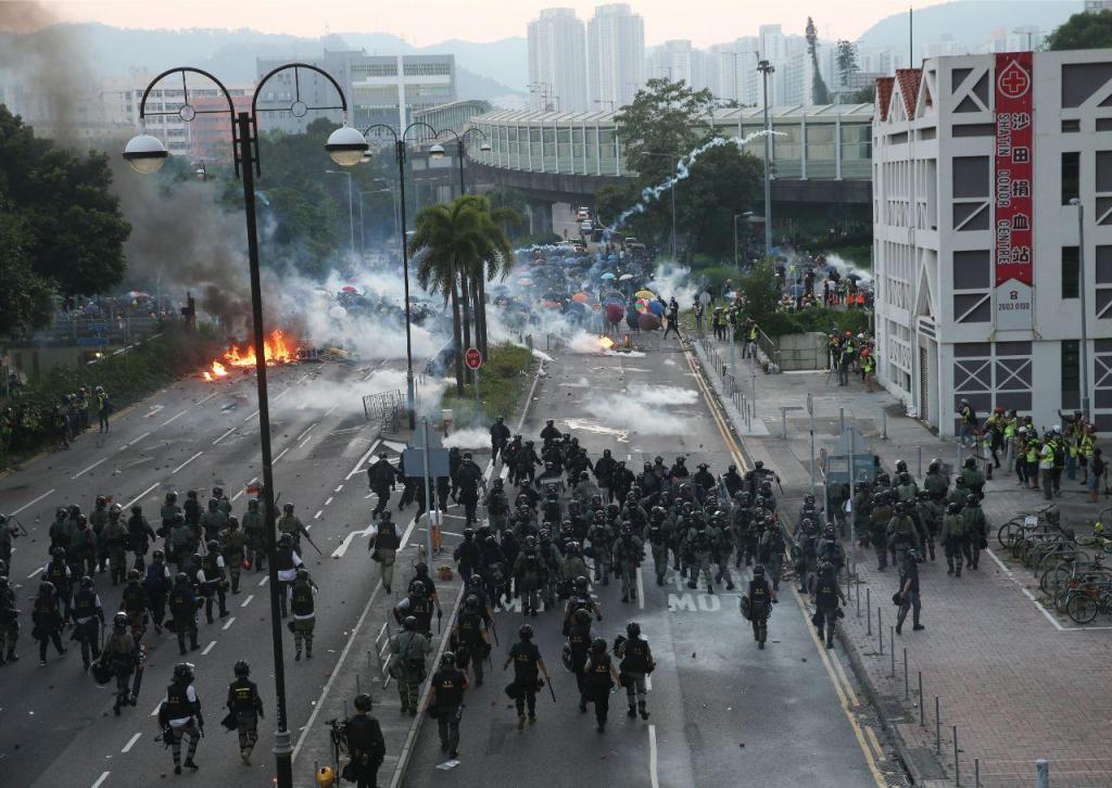 Protestos sobem de tom em Hong Kong no Dia Nacional da China