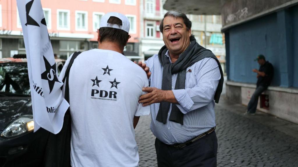 Marinho e Pinto, presidente do Partido Democrático Republicano, numa ação de campanha na baixa do Porto