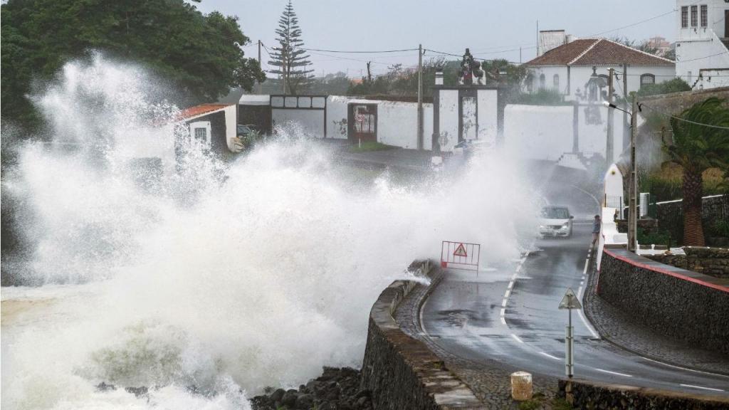 Efeitos do furacão Lorenzo nos Açores