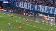 VÍDEO: Azmoun senta Vlachodimos e faz o terceiro para o Zenit