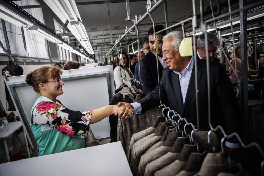 António Costa numa visita a uma fábrica têxtil em Mangualde
