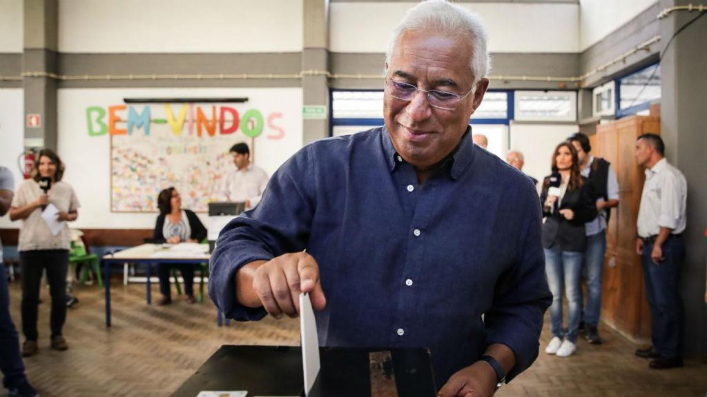 António Costa votou este domingo na Escola Básica Jorge Barradas em Benfica, Lisboa