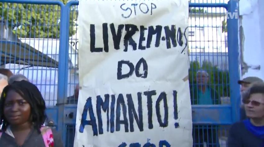 Protesto contra o amianto nas escolas