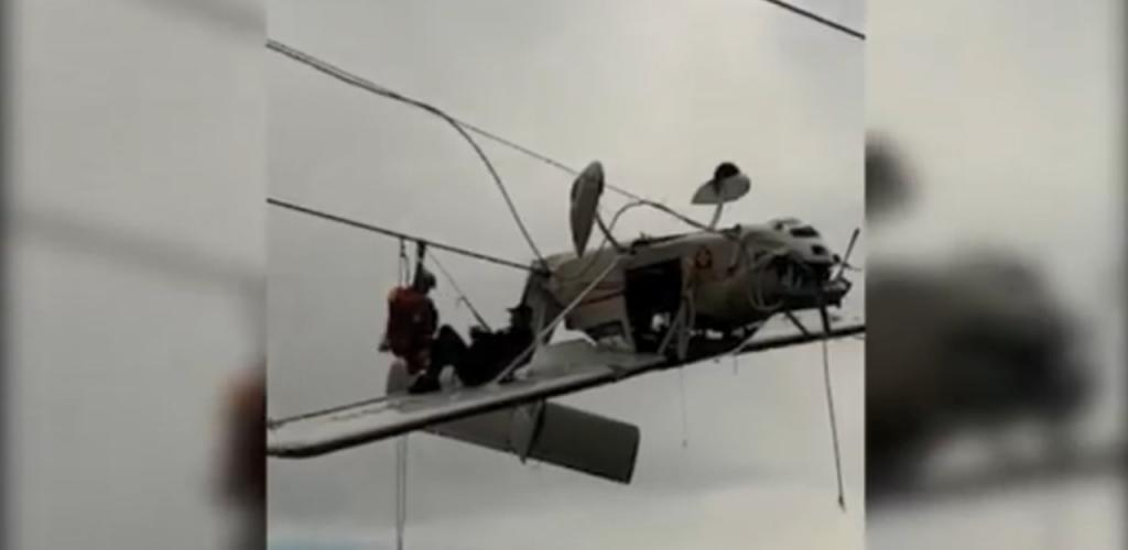 Ultraleve preso em cabos de teleférico nos Alpes italianos após acidente