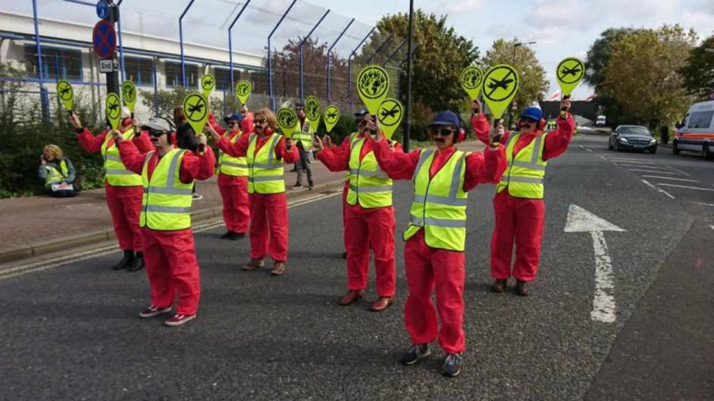 Ativistas no Aeroporto da Cidade de Londres