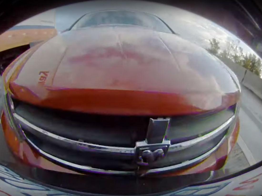 Tesla filma batida por trás (reprodução YouTube)
