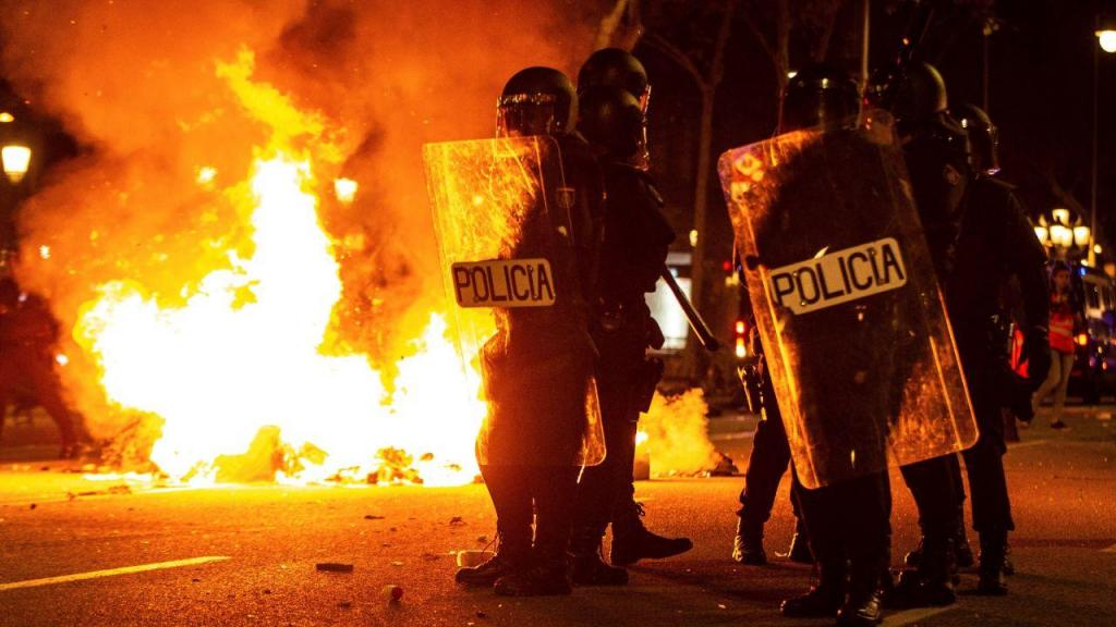Protestos em Barcelona fazem mais de cem feridos