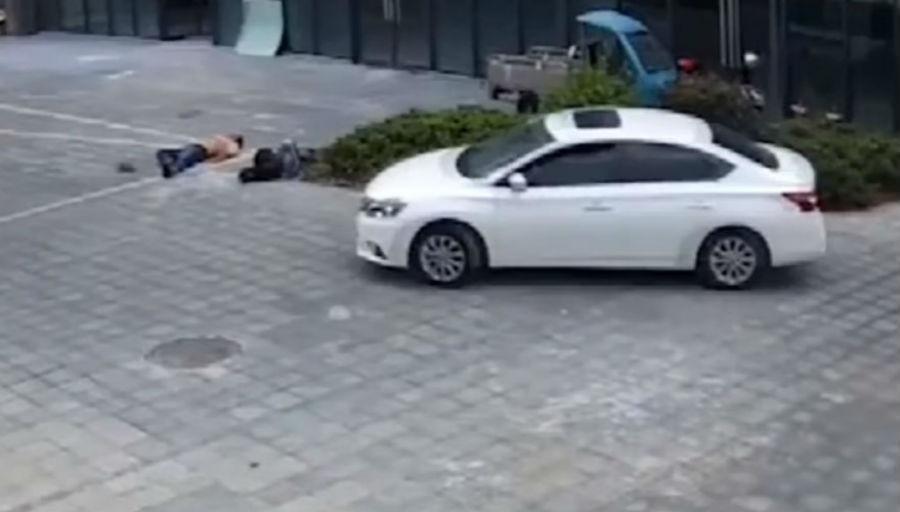 Homem a dormir na rua é atropelado (YouTube)
