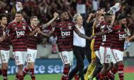 Flamengo goleia Grémio. Na segunda mão das meias finais da Libertadores, o Flamengo não dá hipóteses e goleia o Grémio por 5-0, garantindo o apuramento para a final. Jorge Jesus vive o dia até então mais glorioso no clube.