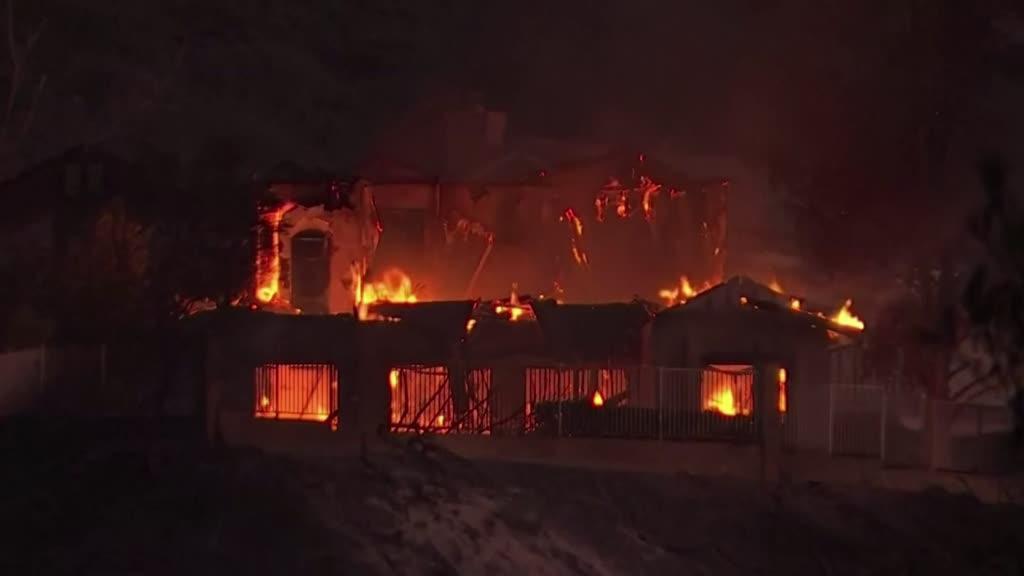 Califórnia: incêndios obrigam à retirada de milhares de pessoas