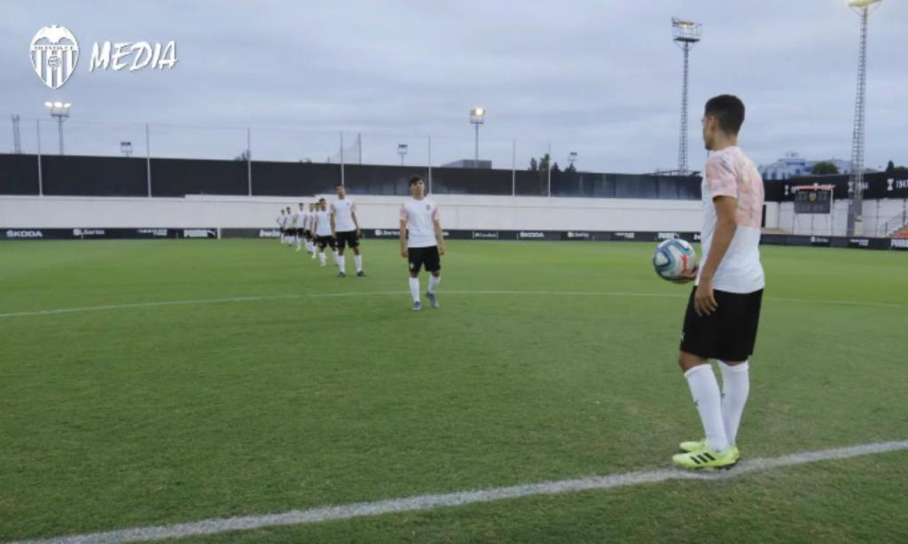Academia do Valência lança desafio ao Benfica (Valência)