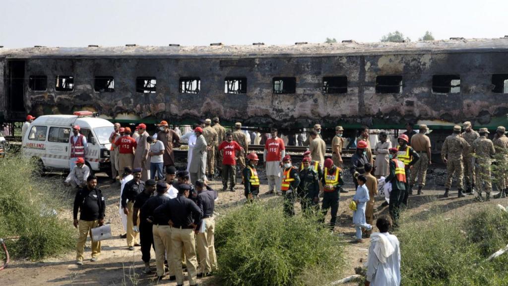 Incêndio num comboio no Paquistão