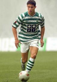 Aos 17 anos Cristiano Ronaldo estreou-se pelo plantel principal do Sporting