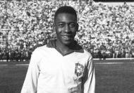 Pelé era campeão mundial de seleções com 17 anos