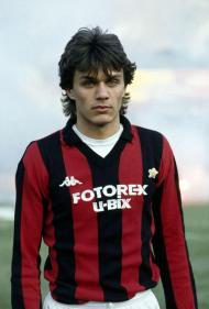 Maldini estreava-se com 17 anos na equipa principal do Milan
