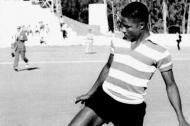Aos 17 anos Eusébio cumpria a última época no Sporting Lourenço Marques