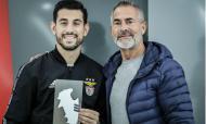 Jogadores do Benfica recebem prémio do Sindicato (fotos: SJPF)