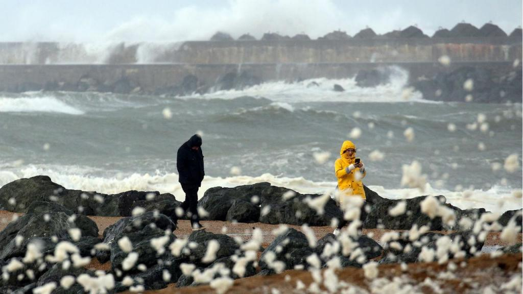 Depressão Amélie atinge França com ventos de quase 150 km/hora